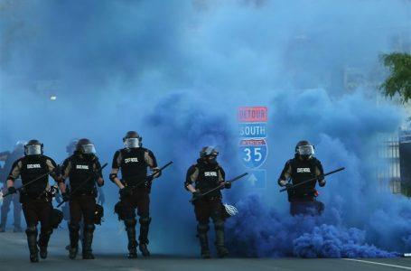 အမေရိကန်နိုင်ငံတစ်ဝှန်း ဆန္ဒပြပွဲအတွင်း လူပေါင်း ၁၃၀၀ကျော် ဖမ်းဆီးခံရ