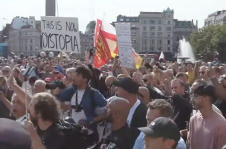 လန်ဒန်မြို့လယ်ခေါင်မှာ နှာခေါင်းစည်းမတပ်ဘဲ ဆန္ဒပြသူတွေနဲ့ ရဲတပ်ဖွဲ့အကြား ရုန်းရင်းဆန်ခတ်ဖြစ်